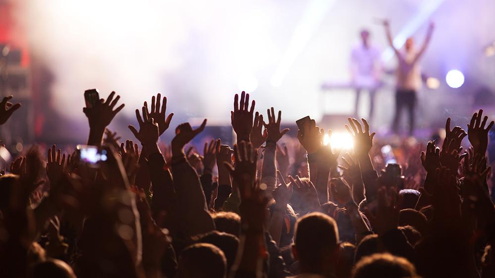 Arbeiten, da wo andere feiern? Absolviere deine Ausbildung auf Festivals, Partys und im Nachtleben.